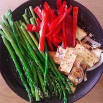 Fried tofu with asparagus and red peppers.